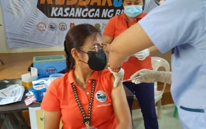 Leyte town mayor receives Covid-19 vax