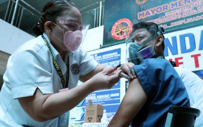 Stop skipping Covid-19 vaccine line, Palace tells mayors