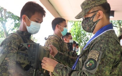 80 soldiers in Negros clash that left 10 Reds dead get medals