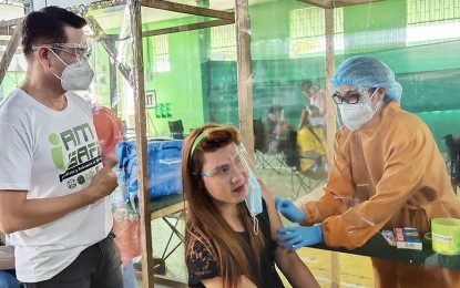 Bulacan town inoculation lures 500 medical workers