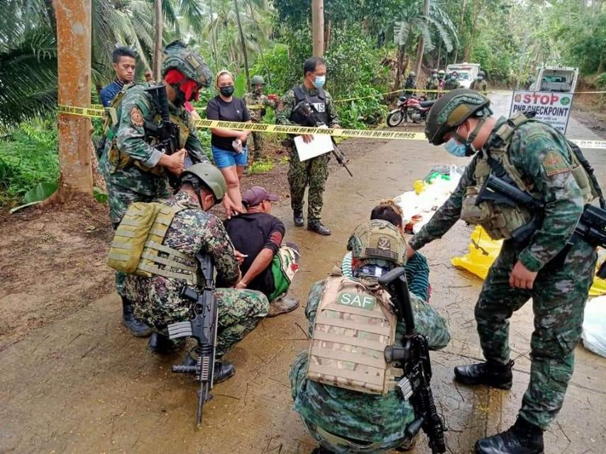 Joint army, SAF personnel nabs 2 motor riders with IEDs