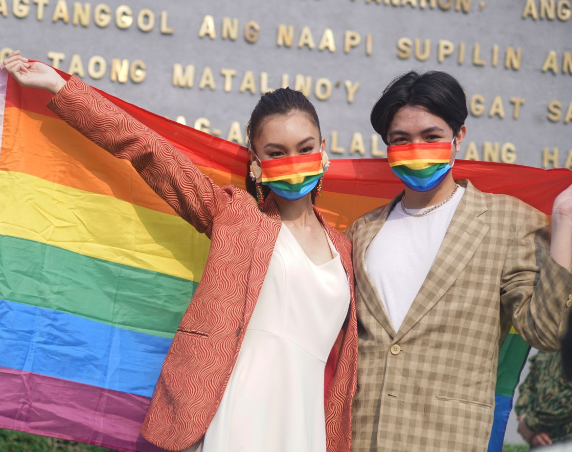 Manila, DOLE dole out 50 bikes, P5K livelihood packages to LGBT+ group