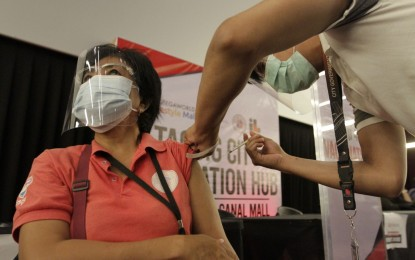 IATF mulls giving privileges to vaccinated individuals