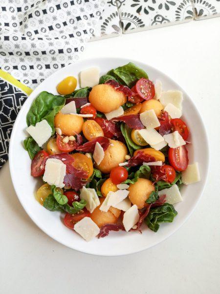 Salade de Melon, Viande des Grisons & Copeaux de Parmesan - Salade Originale - Ma Healthy Tendency