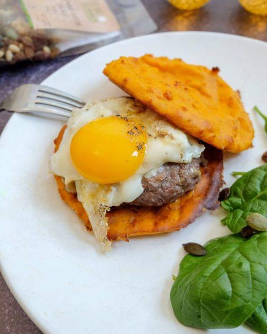 """""""Burger"""" aux Galettes de patate douce - Recette Mahealthytendency"""