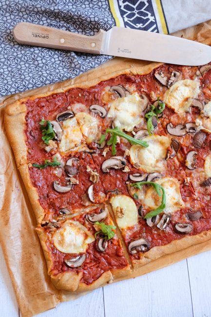 Pizza végétarienne chèvre, champignons, miel et noix - Mahealthytendency.com