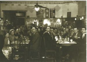 Inside Nicholson's Silver Star Cafe Cootamundra owned by the Nikolidakis family. Source: Deidre Winters on Cootamundra Remembers.