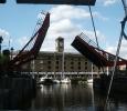 Slussen in till fina marinan i London