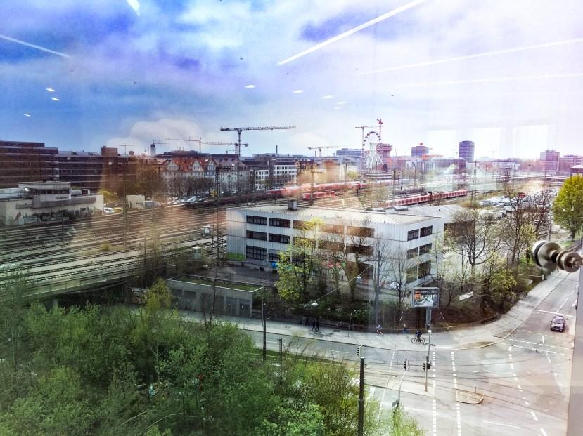 Ausblick vom Tagungsort - Viele elektrische Verkehrsmittel