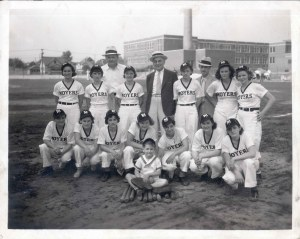 94-20-26 Moyers Raincoat baseball team with identifications for 3 women