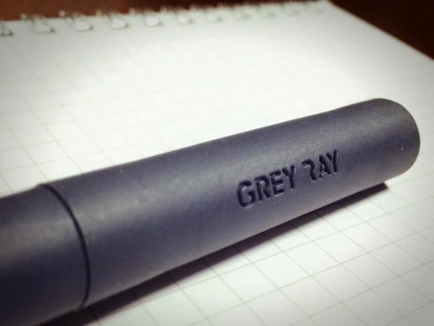子どもたちが一生懸命削った芯を守る「EE Defender 鉛筆キャップ」