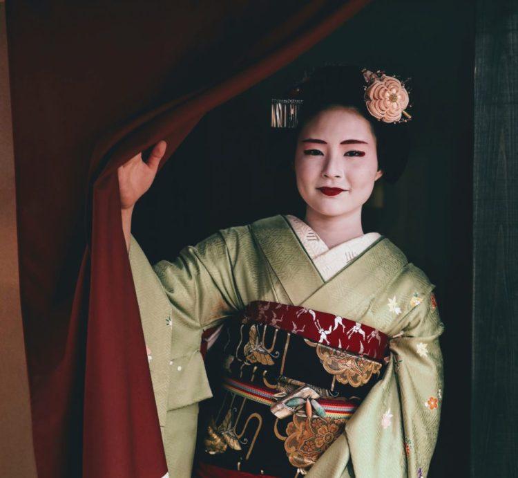 Maiko, apprentice geiko, at the Maikoya Teahouse