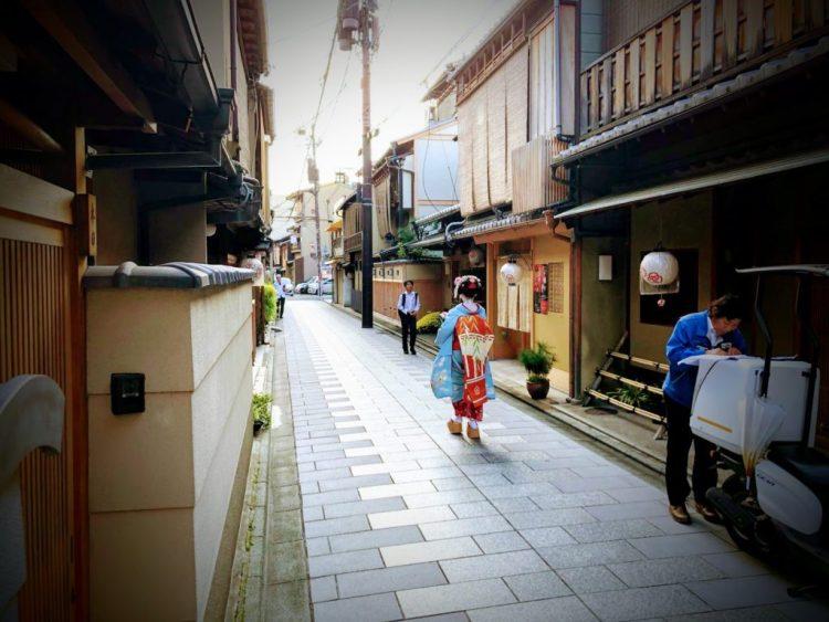 Geisha walking in Miyagawacho
