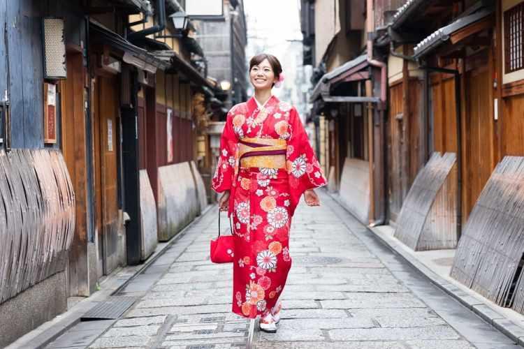 Kimono Rental and Kimono Wearing Experiences in Tokyo