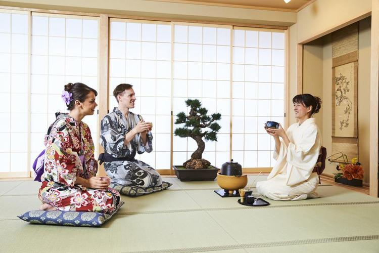 Tea ceremony experience in Osaka