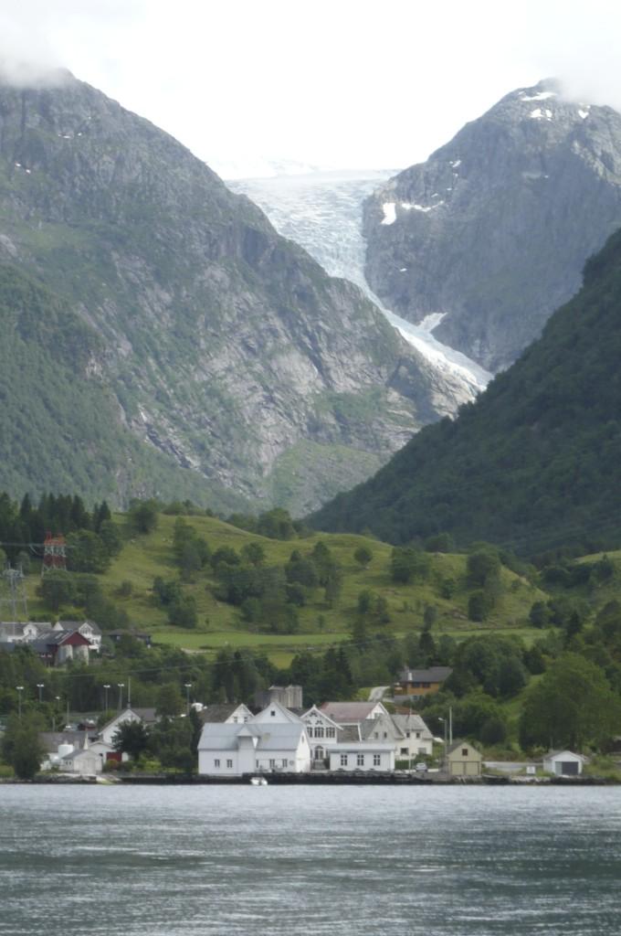 Hardanger fjord et le glacier Folgefonna