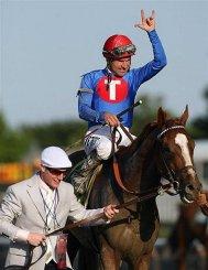 Kent Desormeaux celebrates winning the Belmont Stakes aboard Summer Bird