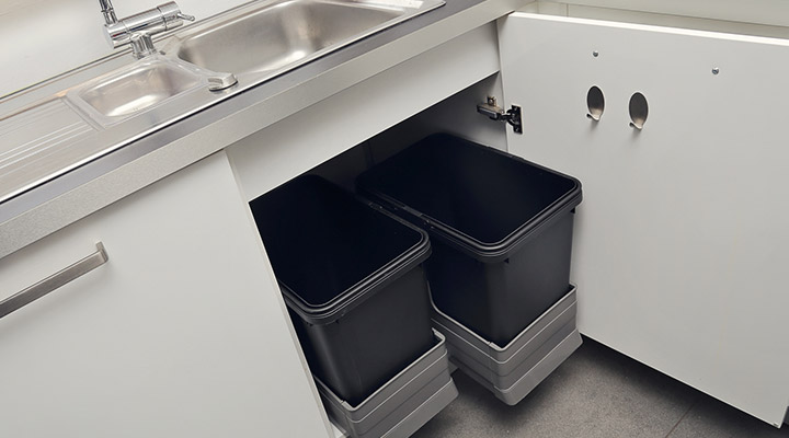 How to Clean Your Indoor Garbage Can and keep it smelling fresh