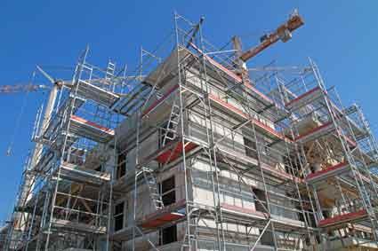 Bild von eingerüstetem Bau symbolisiert Bau- und Architektenrecht
