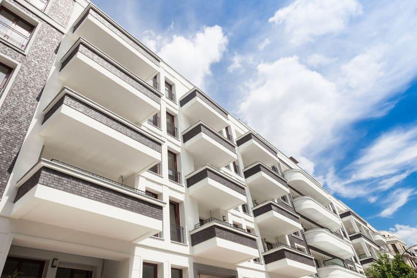 Bild von Wohnanlage symbolisiert Immobilen- und Bauträgerrecht