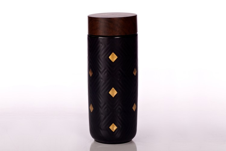 Miracle-Tumbler-Black-with-Hand-Painted-Golden-Diamond-Checks