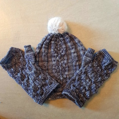 Tricot Gliding Birds Hat and Mitts 3