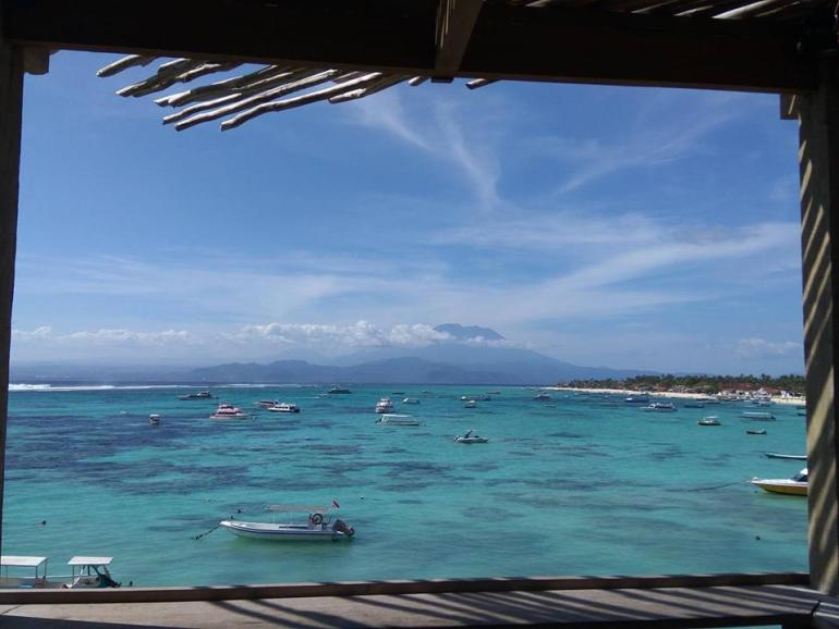 レンボンガン島ザ・デックカフェからの眺め