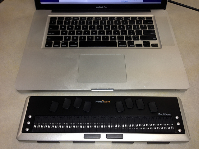 Humanware refreshable braille display with MacBook Pro