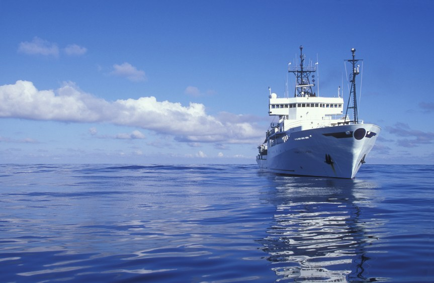 niversity of Washington research ship R/V Thomas G. Thompson in North Pacific Ocean ~200 miles west of the Washington Coast