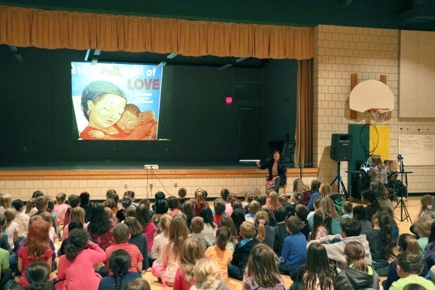 """Lincoln Elementary Helps Kick of 5th Annual """"Read to ME"""" Challenge"""