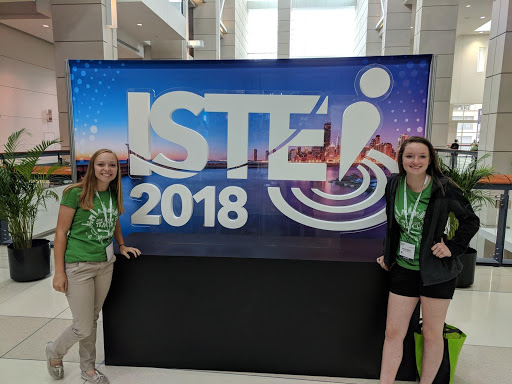 Rachel Wilcox and Britney Bubar presenting at ISTE in Chicago