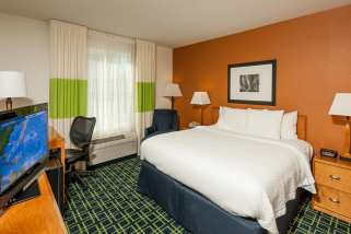 pwmbw-guestroom-0006-hor-clsc