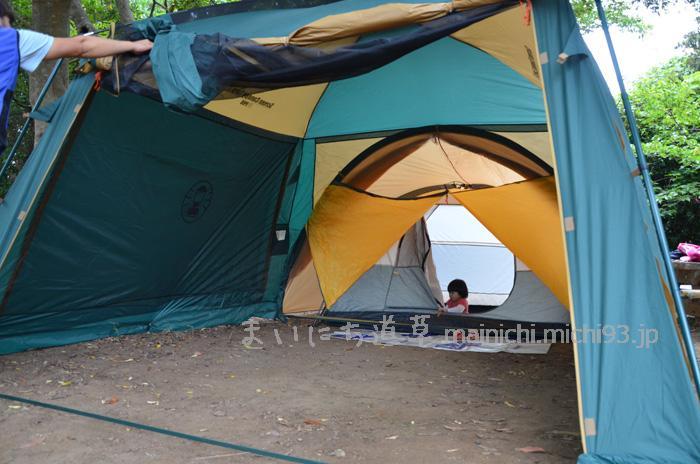 コールマンのテントとタープを、ジョイントフラップで繋いだところ