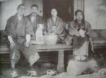 夏目漱石旧居跡(猫の家) 猫の銅像