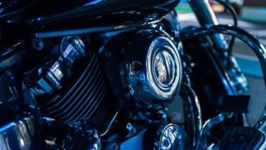 バイクのエンジンからする異音の原因は?初心者でも直せる?