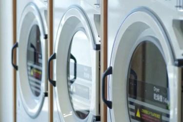 コインランドリーでの毛布の洗い方は?乾燥時間や料金はどのくらいかかる?