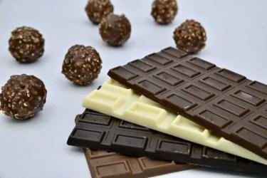 ガムはチョコレートと一緒に食べるとなぜ溶ける?理由と他にも溶ける食べ物を紹介!