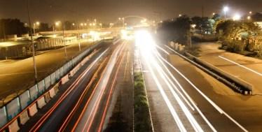 スマホカメラのシャッタースピードを遅くする方法!長時間露光で夜景を綺麗に!