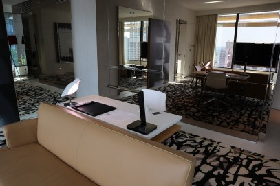 Premier Suite: Desk area