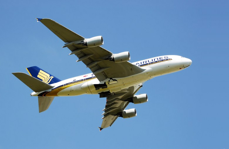 SQ A380 2 Wide (Adrian Pingstone).jpg