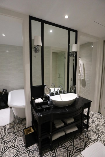 En-suite bathroom. (Photo: MainlyMiles)