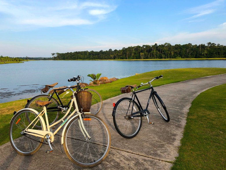 Bikes Lagoi Bay Lake.jpg