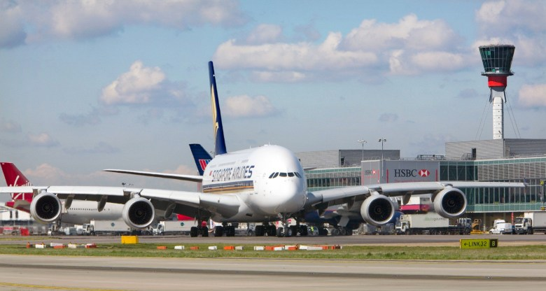 SQ A380 LHR Taxiing (Heathrow Airport Limited)