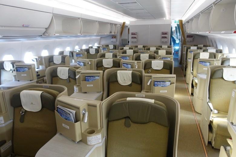 VN A350 J (OMAAT).jpg