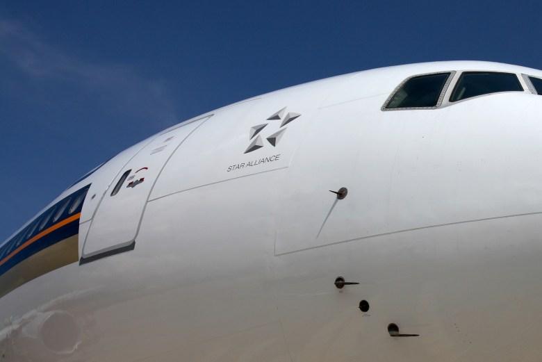 SQ 777 Star Alliance Logo (Singapore Airlines)