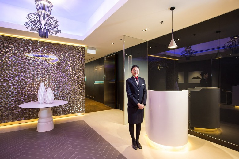BA Lounge Singapore Entrance (British Airways).jpg