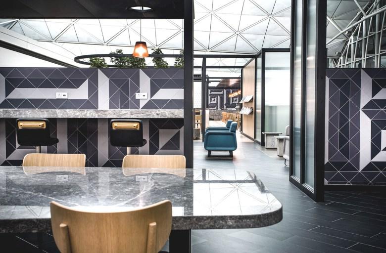 QF HKG Lounge (Caon Studio)