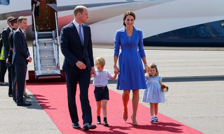 Принц Уильям с Кейт Миддлтон путешествуют и детьми