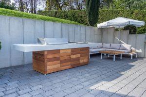 Aussenkueche Grill Beton Holz Outdoor Living Betonboden ... on Bade Outdoor Living id=41574