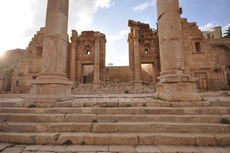 De toegang tot de tempel van Artemis in Gerasa